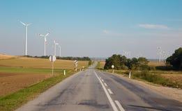 Ветротурбина и ландшафт осени с дорогой стоковая фотография