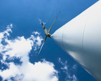 Ветротурбина и голубое небо Стоковое фото RF