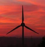 Ветротурбина на заходе солнца Стоковые Фото