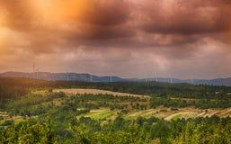 Ветротурбина на заходе солнца Стоковые Изображения RF