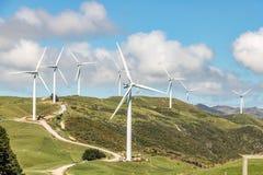 Ветротурбина на зеленых холмах Стоковое Изображение RF