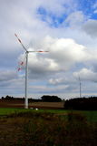 Ветротурбина на поле Стоковые Изображения