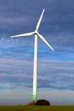 Ветротурбина на поле Стоковые Изображения RF