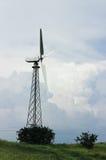 Ветротурбина на предпосылке облаков, ландшафте стоковые изображения rf