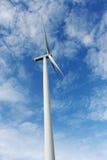 Ветротурбина против голубого неба Стоковые Изображения RF