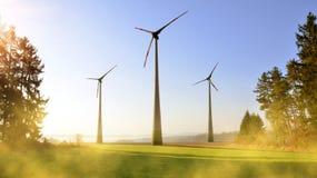 Ветротурбины весной благоустраивают на восходе солнца Стоковое фото RF