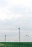 Ветротурбины ветрянок производя электричество Стоковая Фотография