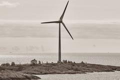 Ветротурбины в Балтийском море энергия способная к возрождению Финляндия Стоковые Фото