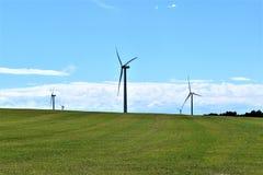 Ветротурбины в сельской сельской местности, городке Chateaugay, Franklin County, Нью-Йорка Соединенных Штатов стоковые фото