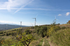 Ветротурбины в сельском ландшафте Стоковое фото RF