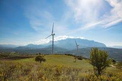Ветротурбины в сельском ландшафте Стоковое Фото
