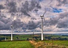 Ветротурбины на вершине холма Стоковые Изображения