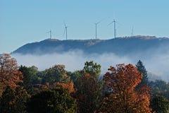 Ветротурбины на горном склоне осени Стоковые Изображения RF