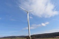 Ветротурбины на солнечный день с голубым небом в Касселе, Германии Стоковая Фотография RF