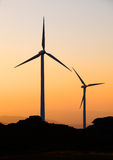 Ветротурбины на сумраке Стоковые Изображения RF