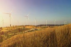 ветротурбины на холме с заходом солнца Стоковые Фото