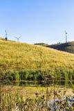 Ветротурбины на холме Стоковые Изображения RF