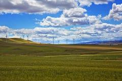 Ветротурбины на холме Стоковые Изображения