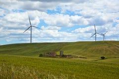 Ветротурбины на холме Стоковое Изображение RF