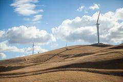 Ветротурбины на холме Стоковое Фото