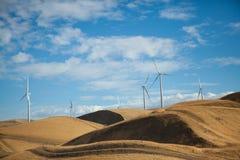 Ветротурбины на холме Стоковое фото RF