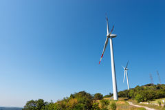 Ветротурбины на ясном голубом небе - Вероне Италии Стоковые Изображения