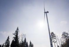 Ветротурбины осматривают снизу с голубым небом Стоковые Изображения RF