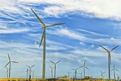 Ветротурбины перед голубым небом Стоковое Изображение