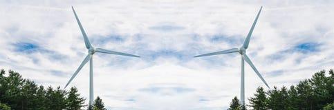 2 ветротурбины под небом overcast Стоковое фото RF