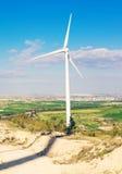 Ветротурбины производя электричество с голубым небом - концепцию сбережений энергии Стоковое фото RF