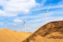 Ветротурбины стоя в пустыне Стоковая Фотография