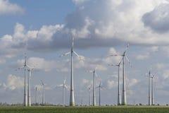 Ветротурбины с голубым облачным небом Стоковые Изображения RF