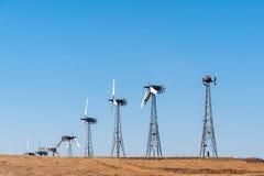 Ветротурбины с голубым небом в США Калифорнии Стоковое Изображение