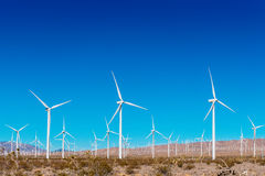 Ветротурбины с голубым небом в США Калифорнии Стоковое фото RF