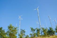 Ветротурбины с голубым небом Стоковое Фото