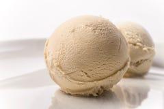 Ветроуловитель мороженого кофе Creme brulee на предпосылке белизны плиты Стоковые Изображения