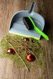 Ветроуловитель с щеткой, сухими хворостинами и сломленным шариком Стоковые Фото