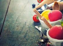 2 ветроуловителя мороженого в шарах с вафлей Стоковое Фото