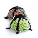 2 ветроуловителя мороженого фисташки и шоколада Стоковые Фотографии RF