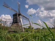 Ветрянка в Дренте от низкой перспективы Стоковая Фотография