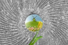 Ветрянка в отверстии камня мельницы Стоковое Изображение