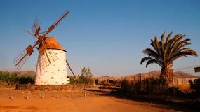 Ветрянка в El Cotillo, Фуэртевентуре, Канарских островах, Испании стоковое изображение
