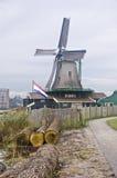 Ветрянка в Zaanse Schans Стоковые Фотографии RF