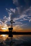 ветрянка захода солнца ранчо Стоковое Фото