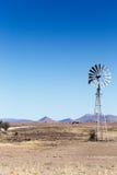 Ветрянка на дороге - ландшафт Cradock Стоковые Изображения