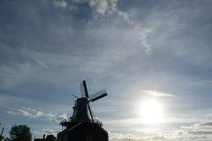Ветрянка на Zaanse Schans в мечтательном небе Стоковое Фото