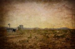 Ветрянка, сарай и цистерна с водой гор Davis Стоковые Изображения