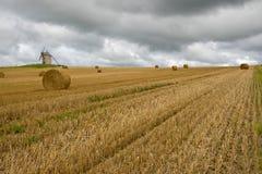 ветрянка сторновки Франции поля bales старая Стоковое Фото