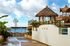 Ветрянка с белым пропеллером Бали, Крит, Греция Стоковые Изображения