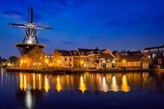 Ветрянка De Adriaan ориентир ориентира Гарлема на реке Spaarne Гарлем, Стоковые Фотографии RF